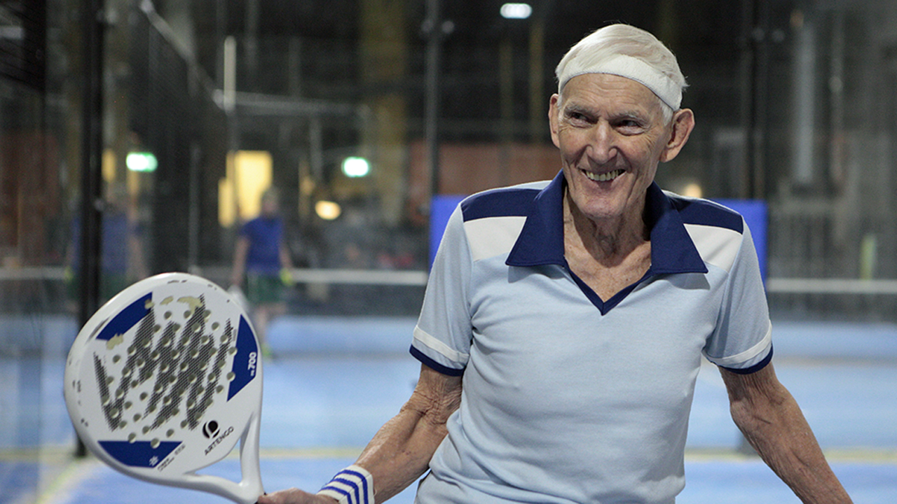 Sven 100 years old playing tennis.
